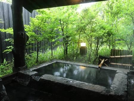 【客室風呂】露天の石風呂をご用意