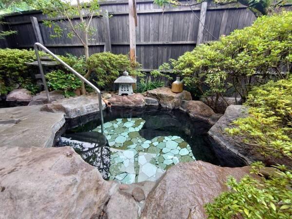 【離れ】日本庭園に囲まれた客室露天風呂/例