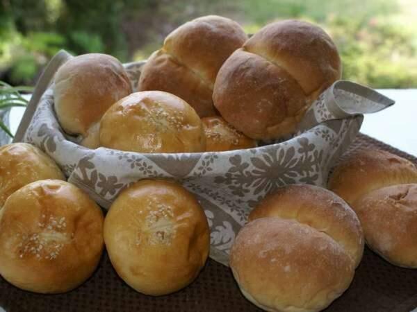【朝食/一例】地元で人気のパン屋さんの焼きたてパンをどうぞ!