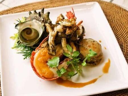 【海鮮フルコース/一例】伊勢えび、ホタテなどをオーブンで焼き上げます!