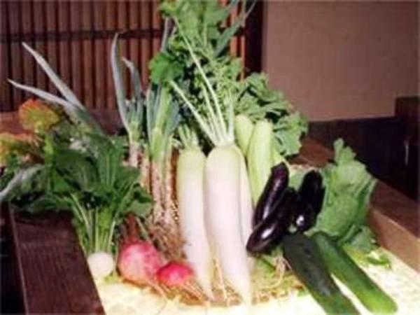 契約農家より届く新鮮な野菜を使って調理/一例