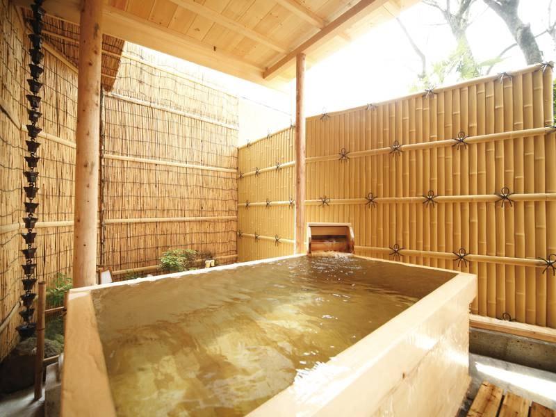 【有料貸切露天風呂】肌にしっとりとなじむ柔らかなお湯を、箱根の新鮮な空気と一緒に楽しめる