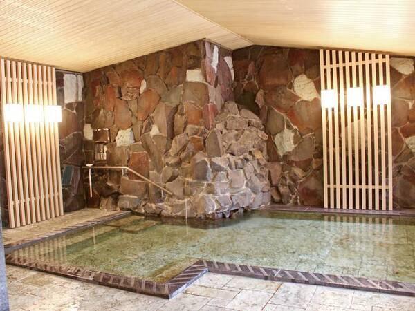 【女性大浴場】ゆったりと広い大浴場で、手足を伸ばし日々の疲れを癒す