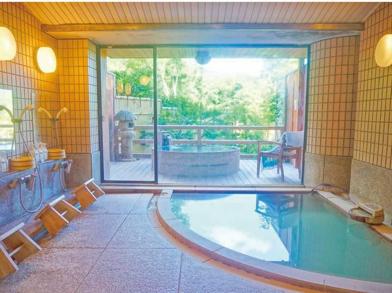 小浴場。外には露天風呂も。