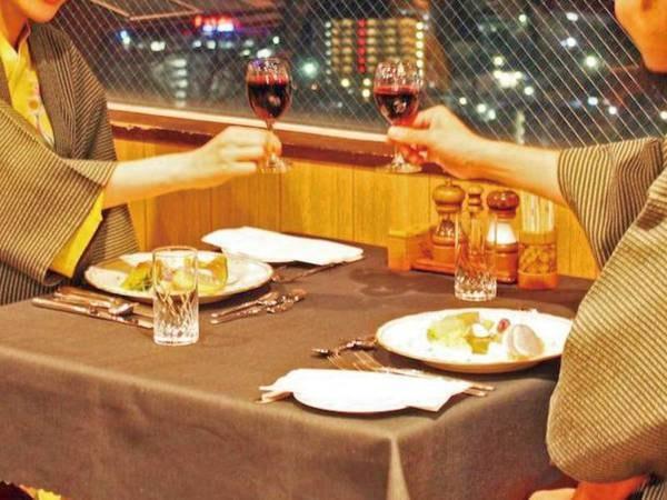 【夕食風景】美しい夜景を望みながら素敵なひとときを