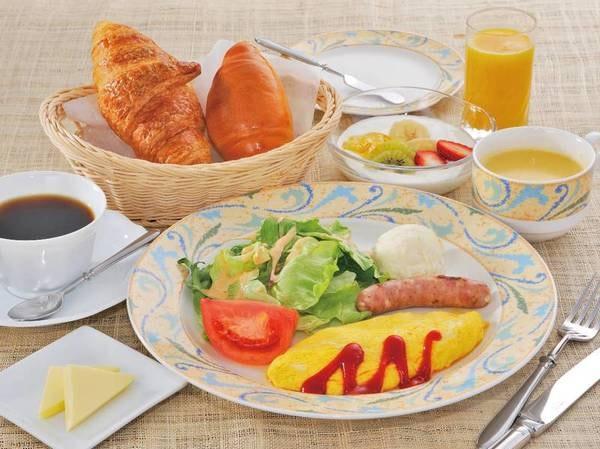 【朝食/例】自家製焼きたてパンが好評な洋食メニュー