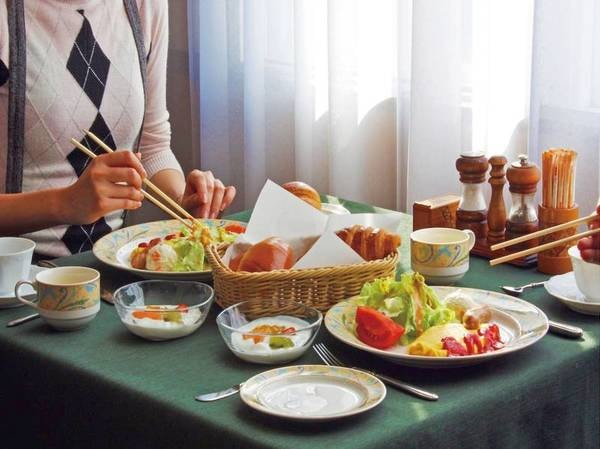 【お食事イメージ】レストランで朝のさわやかなひと時を