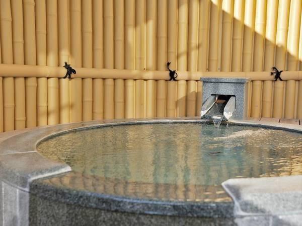 【海側眺望・露天風呂付和洋室/例】お部屋で24時間温泉をひとり占め!