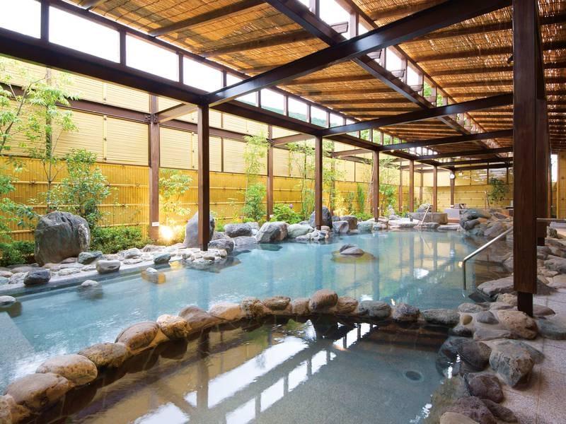 【いずみの湯】源泉から豊富にかけ流す名湯と抜群の開放感を味わう