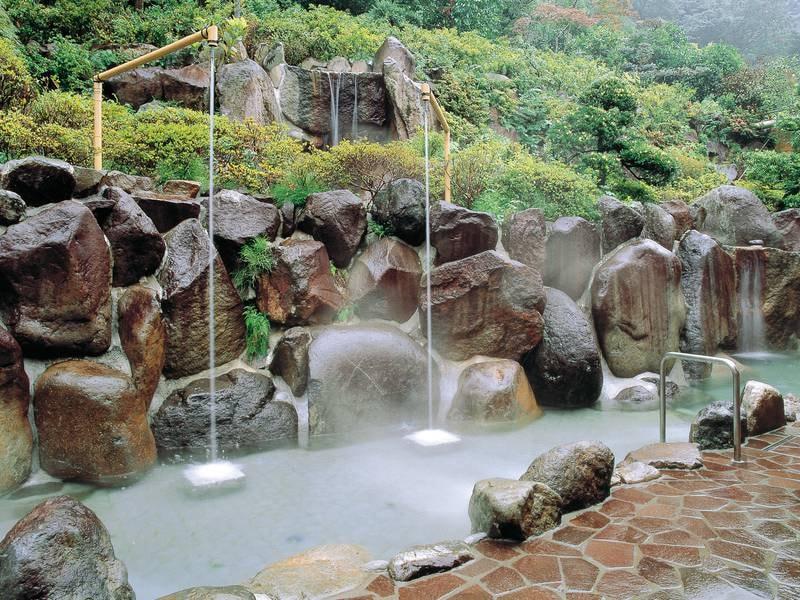 【湯の里おかだ】5本の自家源泉と17種の湯船で湯めぐり三昧!