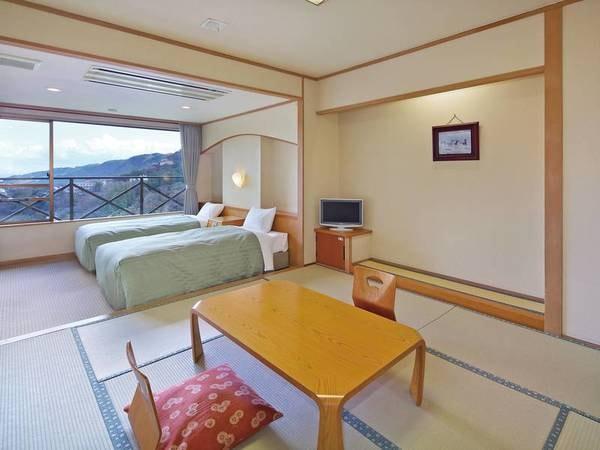 【和洋室/例】 8畳+ツインベッドの山眺望。サータ社マットレス使用