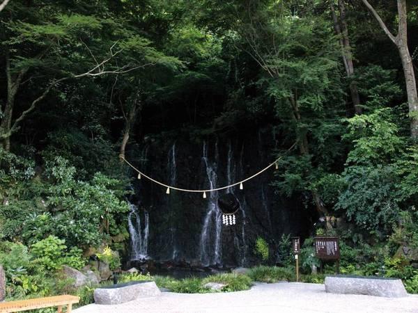 【箱根湯本温泉 天成園】箱根登山バスを利用すればホテル前まで楽々到着【風呂評価98点!(3/18時点)】長さ約17mを誇る屋上天空大露天風呂!実演キッチンも充実の約60種バイキング