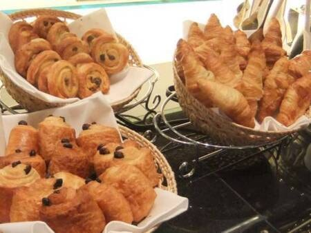 【朝食/例】焼きたてパンも多数ご用意