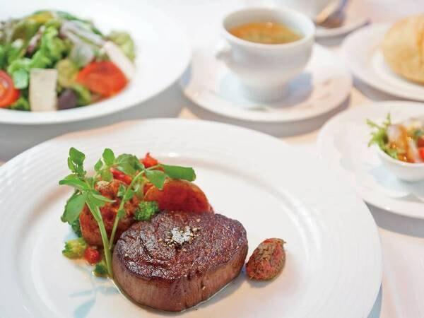 【夕食/例】メインは肉厚の牛フィレステーキ150gをご提供♪