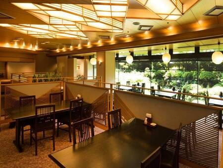 *【レストランあじさい】お席の間隔は広くお取りしています
