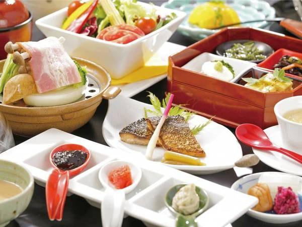 【朝食/例】もち豚と西麗野菜の蒸し物など朝食も充実の内容