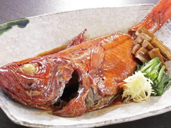 【金目鯛の煮つけ/4人前一例】ふっくら肉厚の身が口の中でほろほろと崩れる