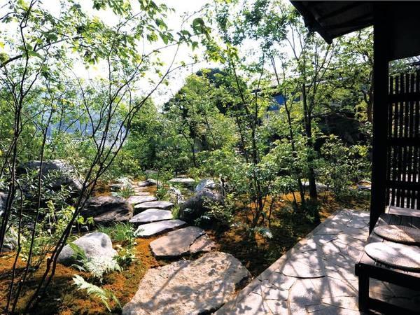 【敷地内】四季折々の風景が楽しめる庭園