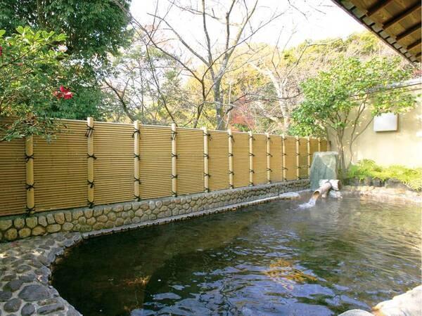 【露天風呂/椿の湯】しっとり落ち着いた雰囲気