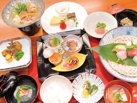 【夕食/例】四季の彩りを写したクチコミ高評価の懐石料理に舌鼓を打つ