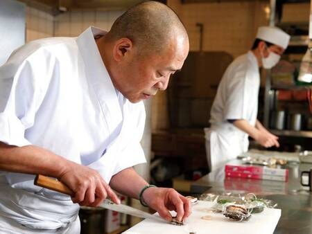 【料理長】年に12回、季節の移ろいに合わせて献立を変える十二節の懐石料理は見た目にも美味しい