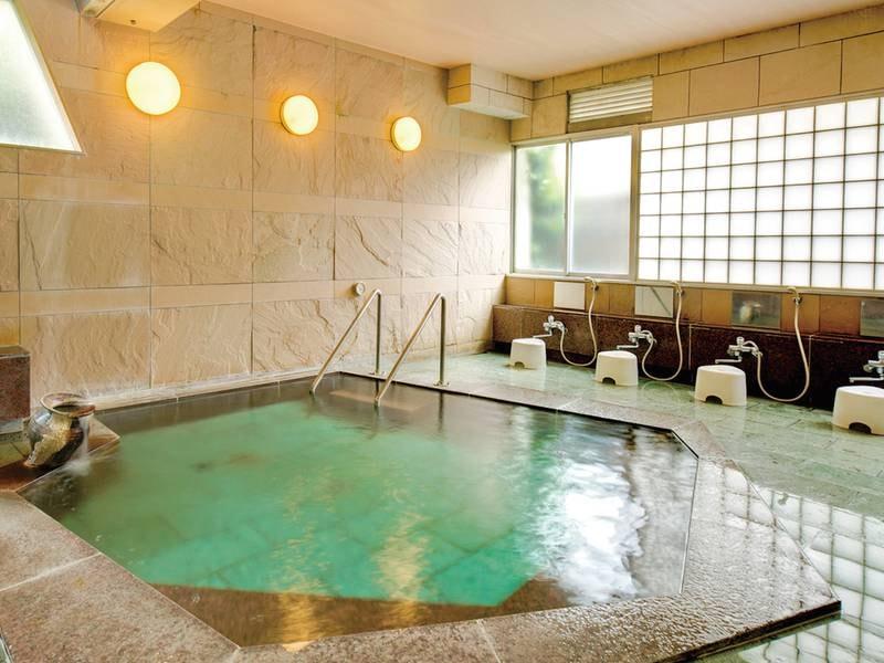 【大浴場】無色透明で体の芯から温まる質の良い温泉