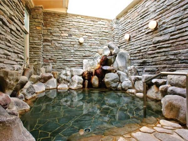 【岩風呂】岩造りの趣ある、一番人気のお風呂