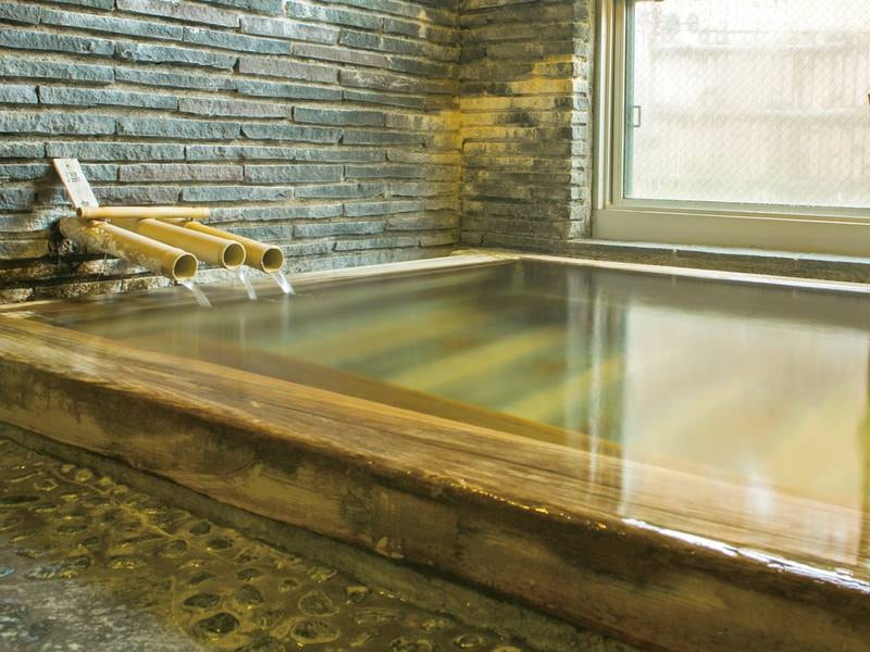 【ひのき風呂】源泉かけ流しの良泉を檜の香りとともに貸切で堪能