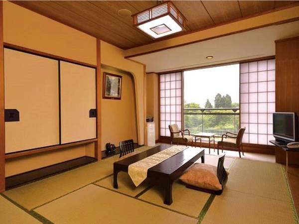 【和室/例】広さは8~10畳和室。庭園と箱根の山並みを望む