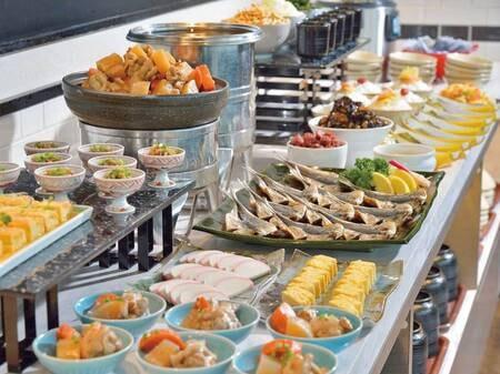 【朝食/例】朝食は館内5Fのレストランにてバラエティ豊かな和洋ブッフェ