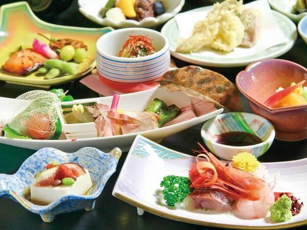 【夕食/例】四季折々の食材を使った約9品の会席