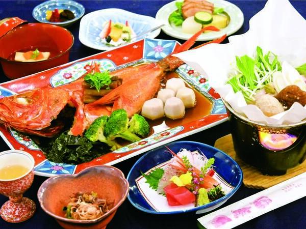 【夕食/例】金目鯛姿煮(2~3名に1尾)、お造り、小鉢など約7品の会席
