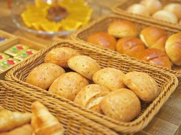 【夕食/例】焼き立てパンのビュッフェ
