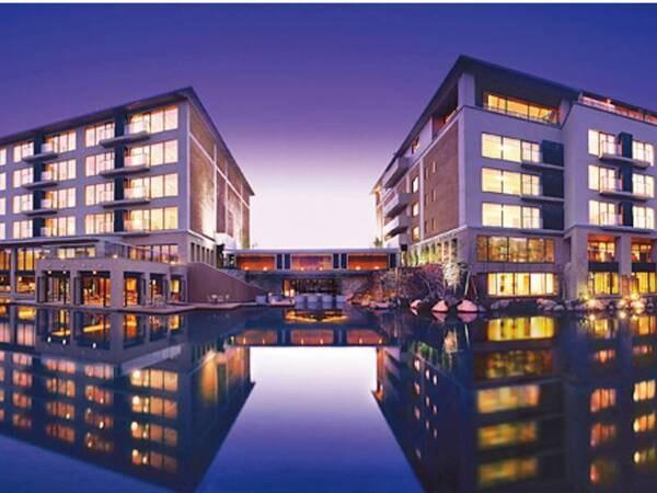 【ホテルハーヴェスト箱根甲子園】日程限定《客室無料グレードアップ》プランがお得!水上に浮かぶように建つ癒しのリゾートで季節替りのブッフェを