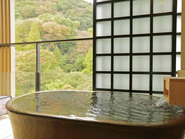 【客室露天/例】全室完備。箱根の緑を眺めながらの湯浴みは最高