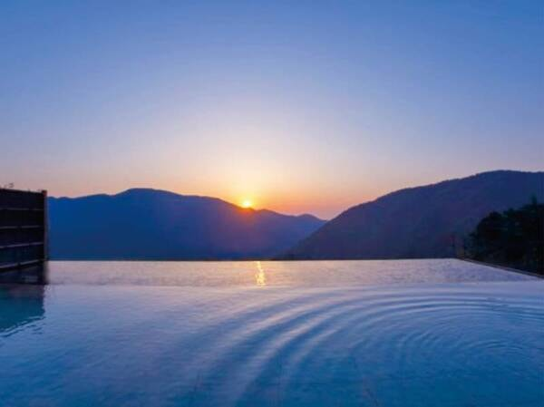 【浮雲の湯】目の前に遮るものが何もなく、まるで空に浮いているような感覚!