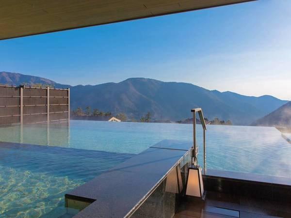 【浮雲の湯】高台に位置するお宿ならではの景色を楽しめる