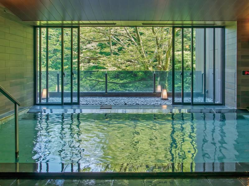 【車沢の湯】広々した大浴場では思い切り手足を伸ばして旅の疲れを癒す