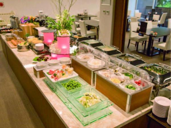 【夕食例】メイン料理を選択するタイプの和洋ブッフェスタイル!
