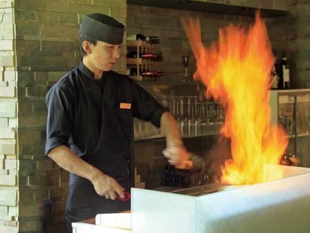 ステーキはライブキッチンにて焼き上げます