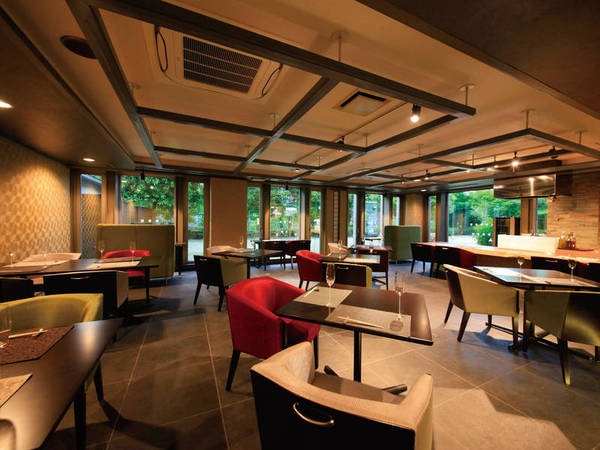 【レストラン】モダンなデザインで非日常の空間を演出
