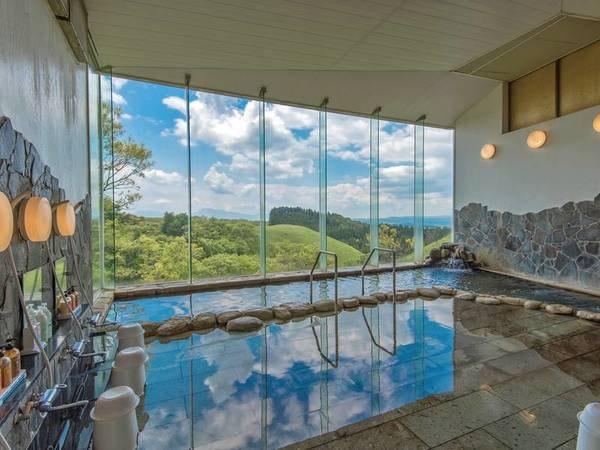 【大浴場】窓いっぱいに大自然を望む