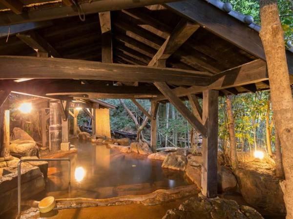 【露天風呂】単純泉で肌に優しい露天風呂