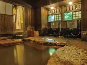 【大浴場/薬師の湯】2本の自家源泉を混合した男湯、女湯に分かれた大浴場