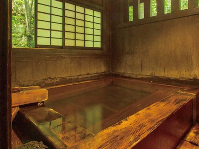 【貸切風呂/桧風呂】田舎の風情を残した桧(ひのき)の貸切風呂