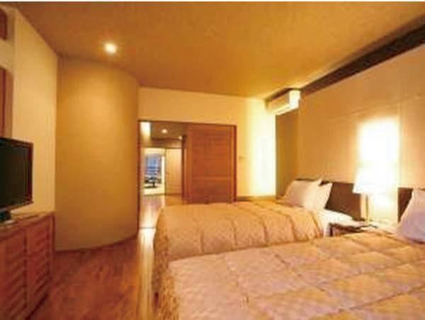 【特別和洋室/例】ユニットバス、2ベッド、12畳和室が一緒になった和モダンな空間