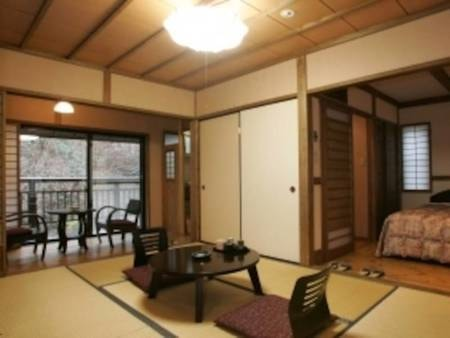【Bタイプ和洋室/例】1階、和室6畳+洋間約6畳、石切り風呂付の客室