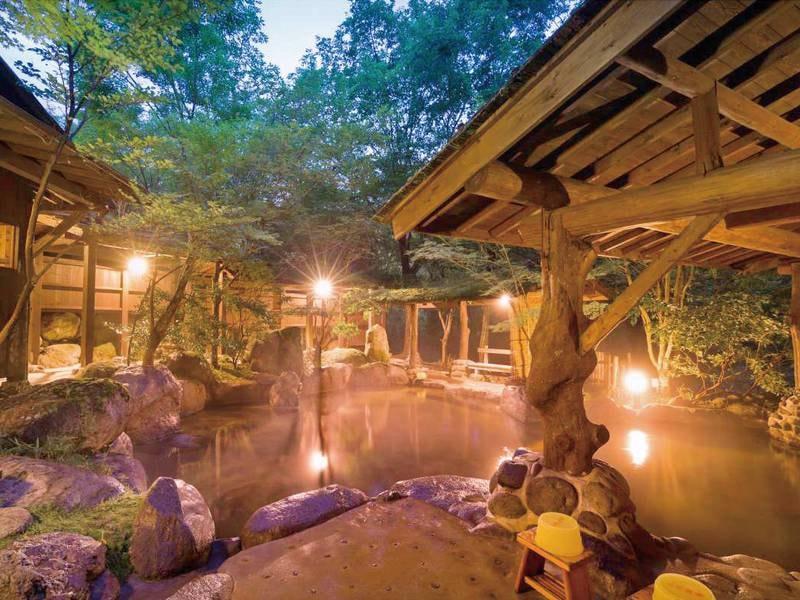 【野天風呂】夜は幻想的な雰囲気