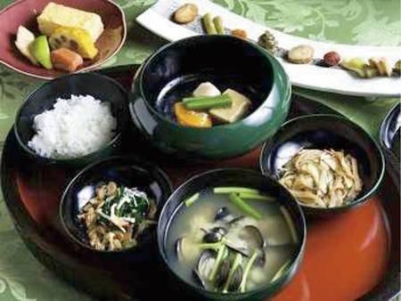 【朝食/例】栄養を考えた伝統的な和食