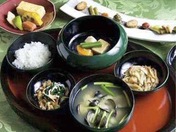 【朝食/例】地元食材を使用した健康的な日本の朝食を味わえる